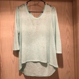 Green top with lace back and 3/4 sleeves